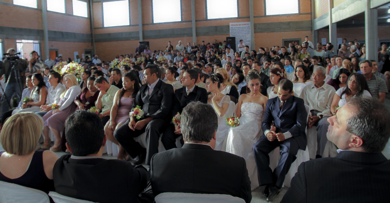 Inscrições para casamento coletivo na Arena da Baixada terminam nesta sexta-feira (16)