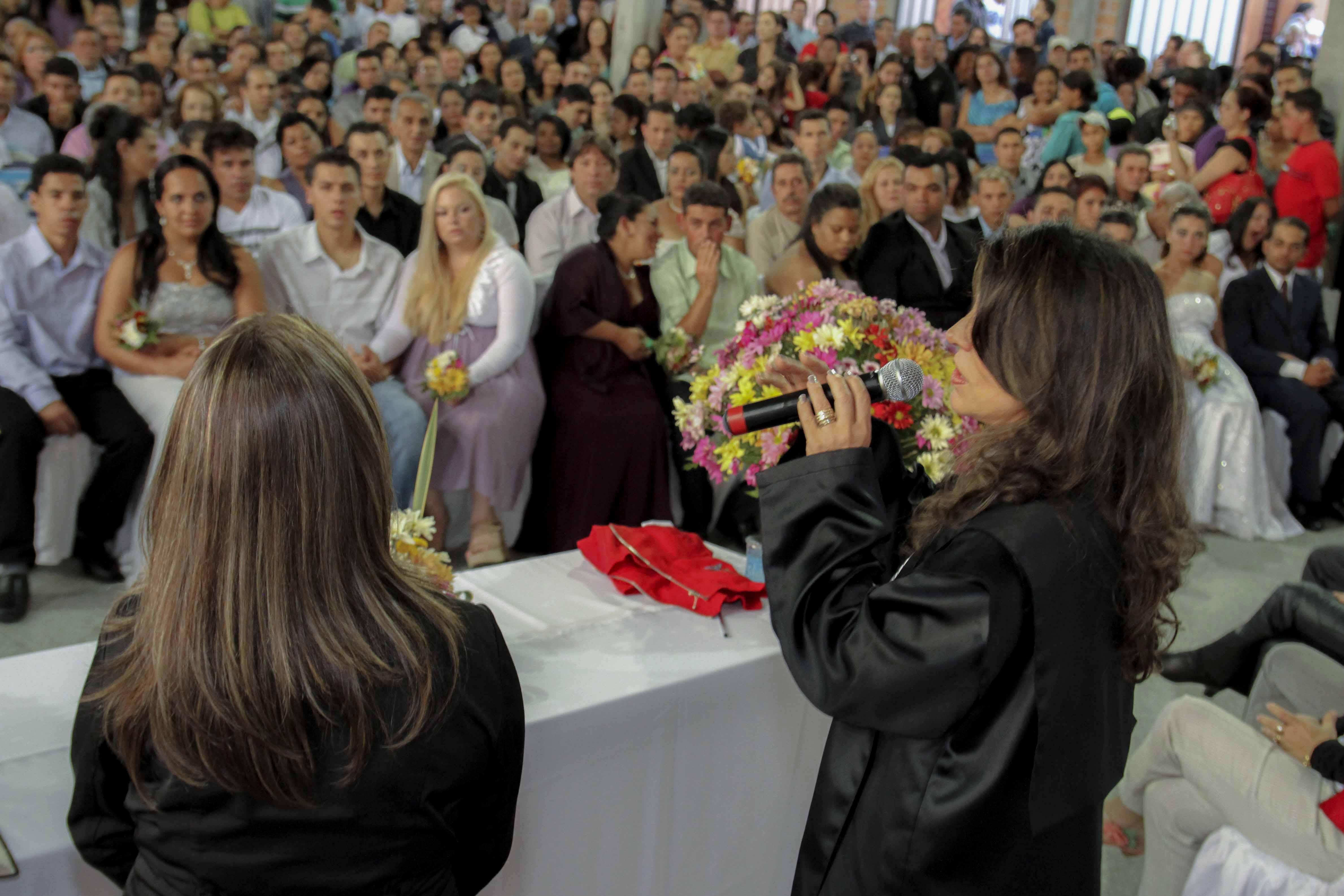 Casamento coletivo será celebrado nesta sexta-feira na Arena da Baixada
