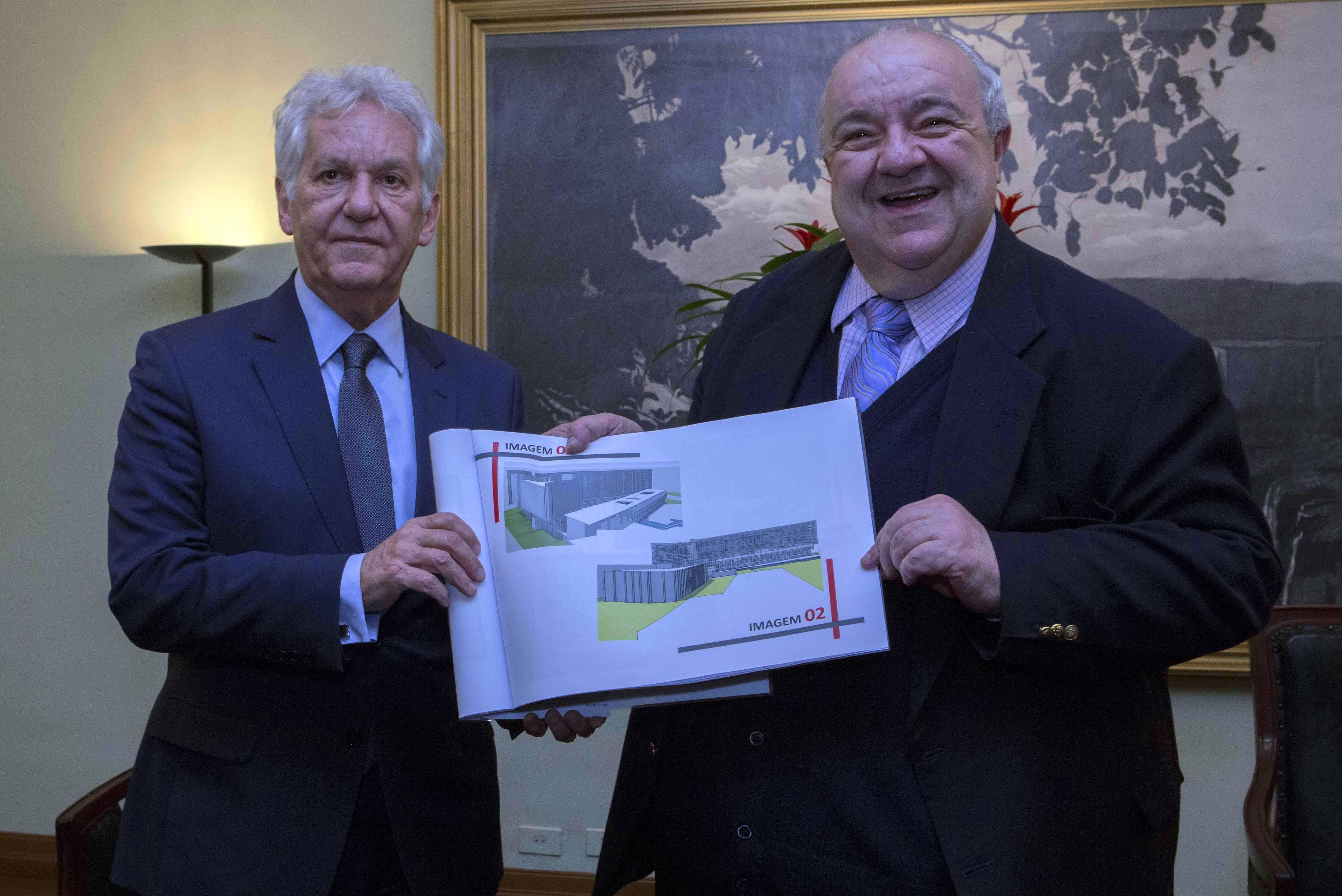 Presidente do TJPR apresenta projeto de conclusão do Centro Judiciário ao Prefeito de Curitiba