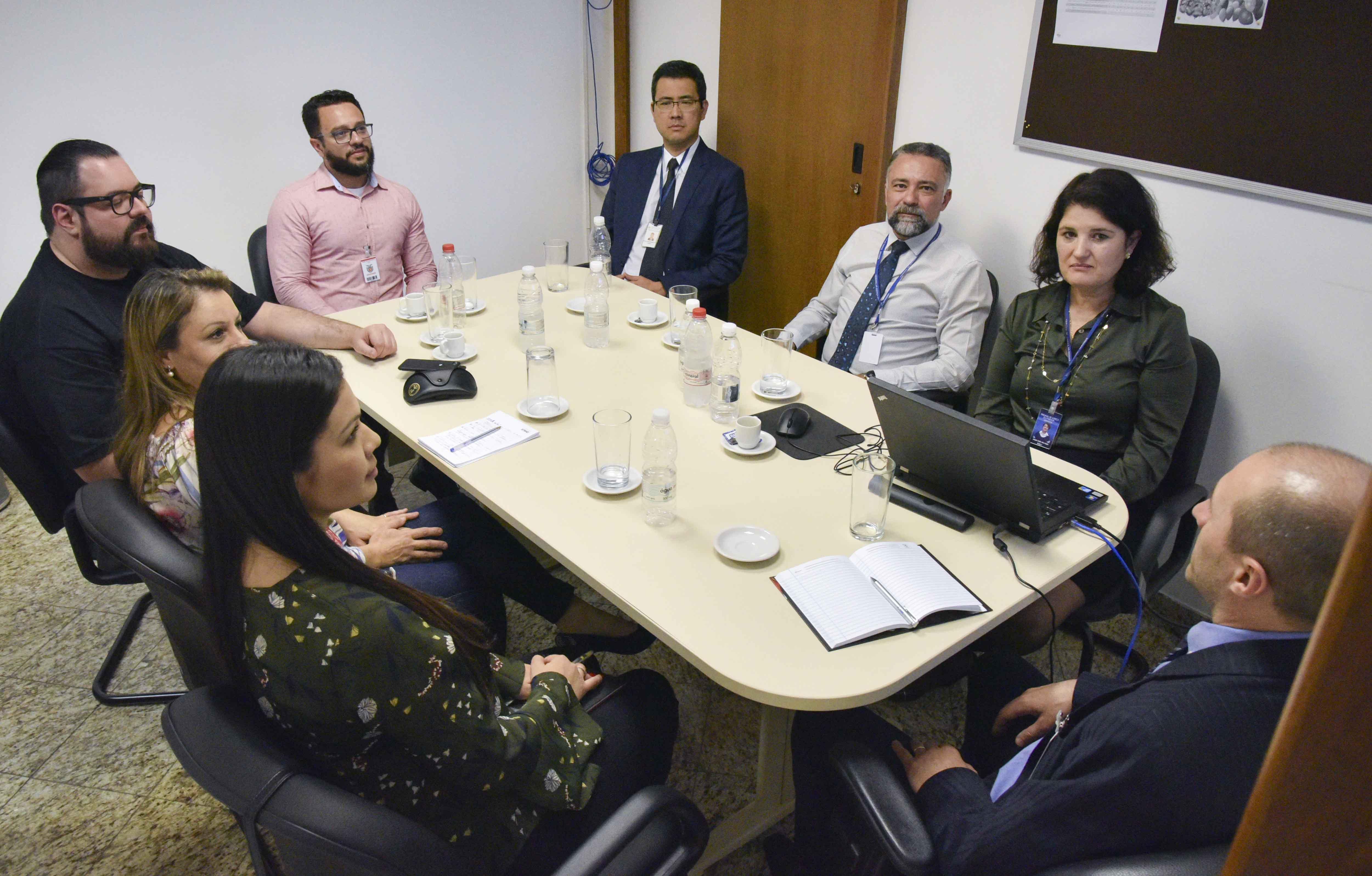 Servidores da Controladoria-Geral de Maringá visitam Núcleo de Controle Interno do TJPR