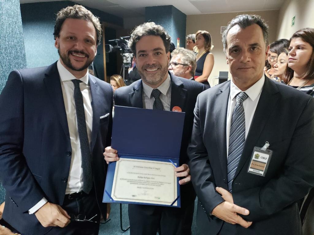 Da esquerda para a direita: Juiz Antônio Evangelista de Souza Netto, Juiz Rodrigo Rodrigues Dias e Desembargador José Laurindo de Souza Netto