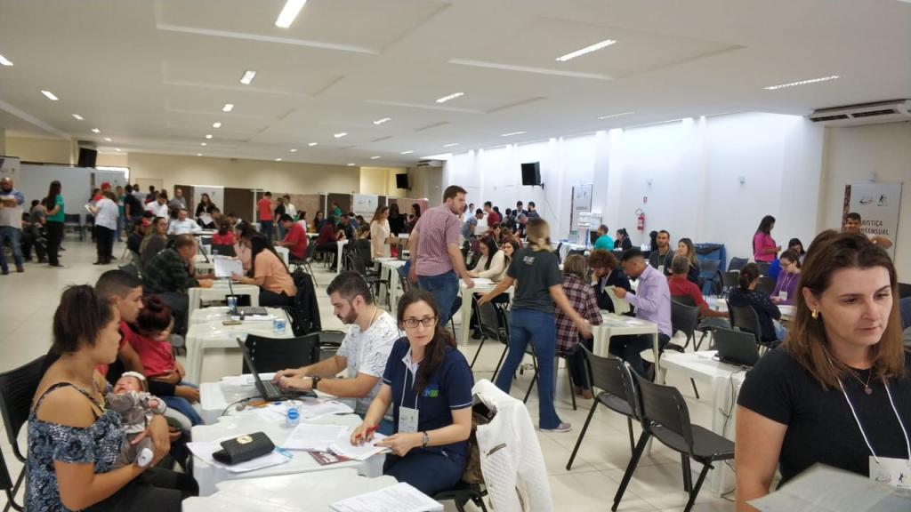 Arapongas recebe o programa Justiça no Bairro
