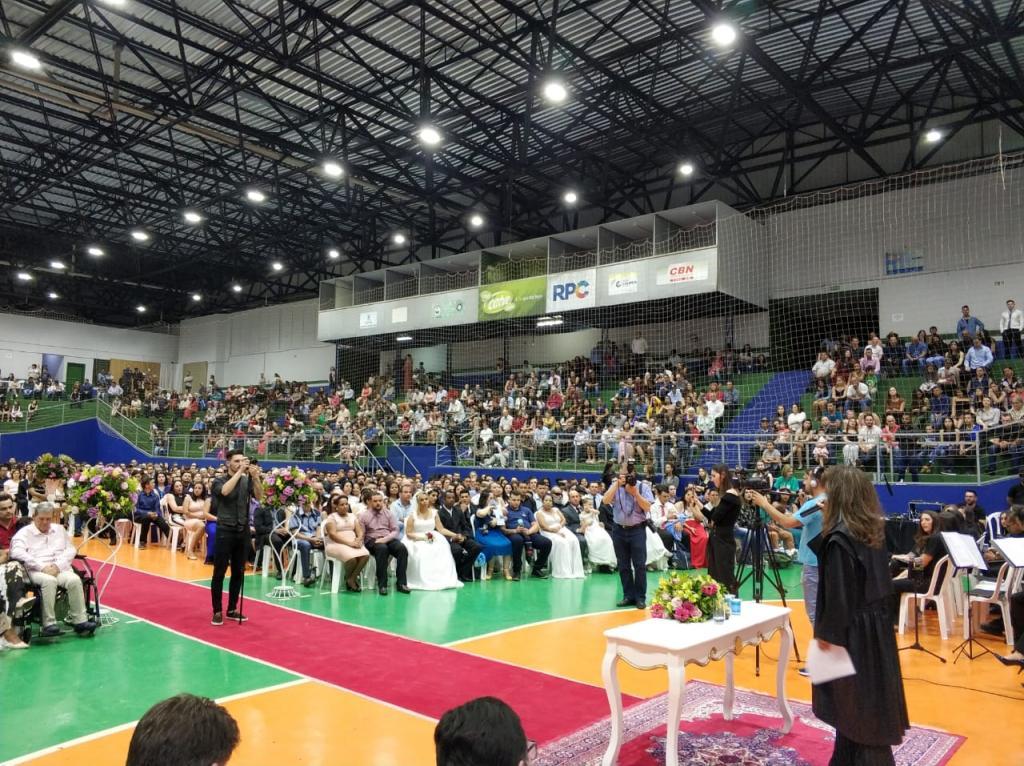 Casamento coletivo realizado em Cascavel oficializa a união de 510 casais