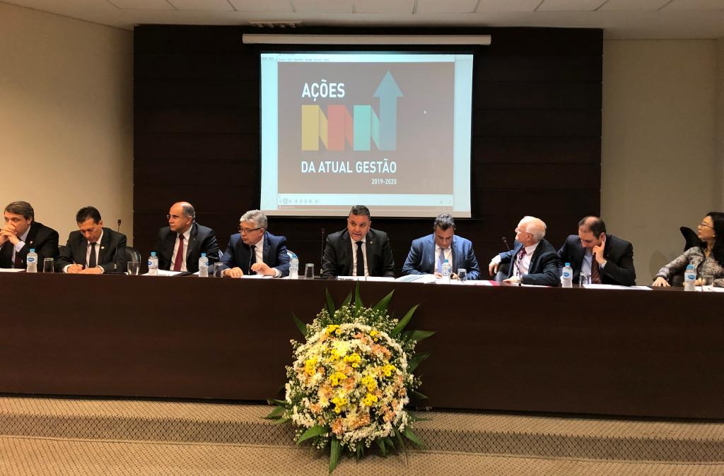 TJPR reúne magistrados e servidores para debater melhorias no judiciário