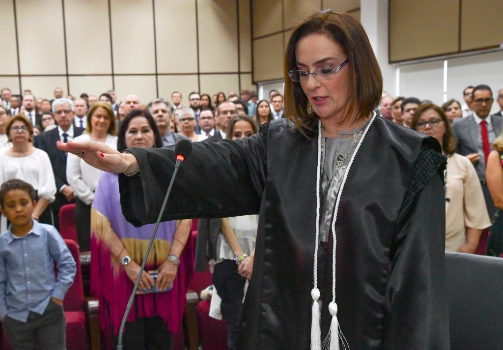 Priscilla Placha Sá toma posse como Desembargadora do TJPR
