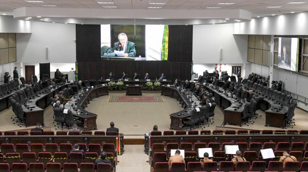 Ministro Dias Toffoli e Desembargador Von Adamek recebem a 'Comenda do Mérito Judiciário do Paraná'