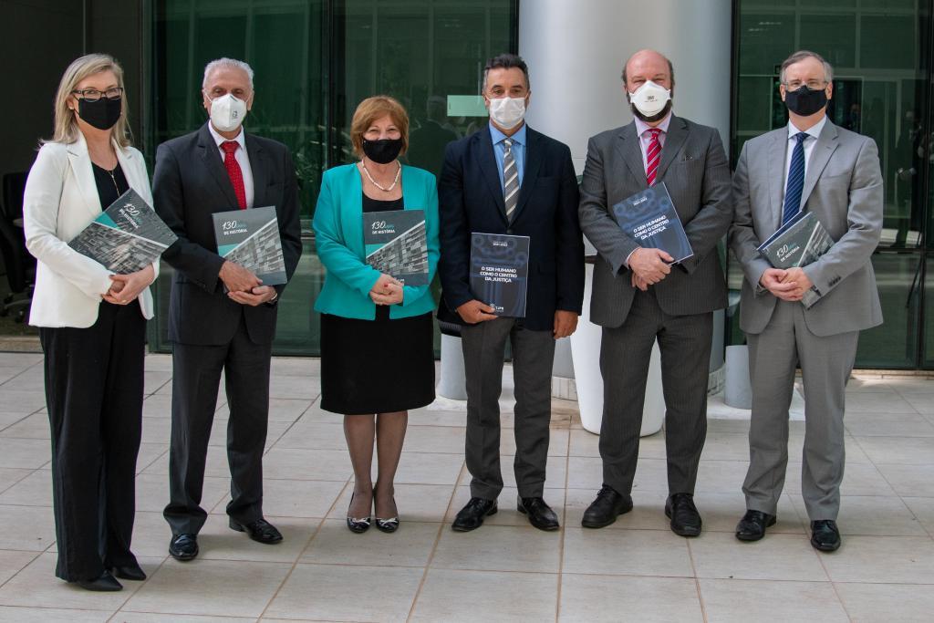 TJPR recebe comitiva da UFPR para tratar sobre parceria entre as instituições